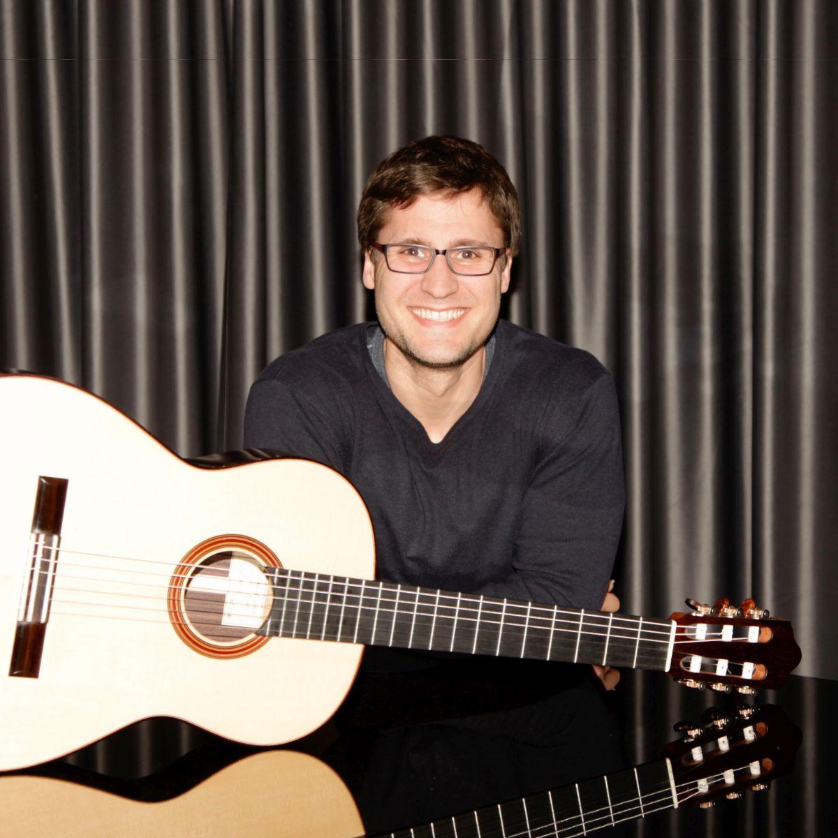 Bild von Benjamin Skolny mit Gitarre