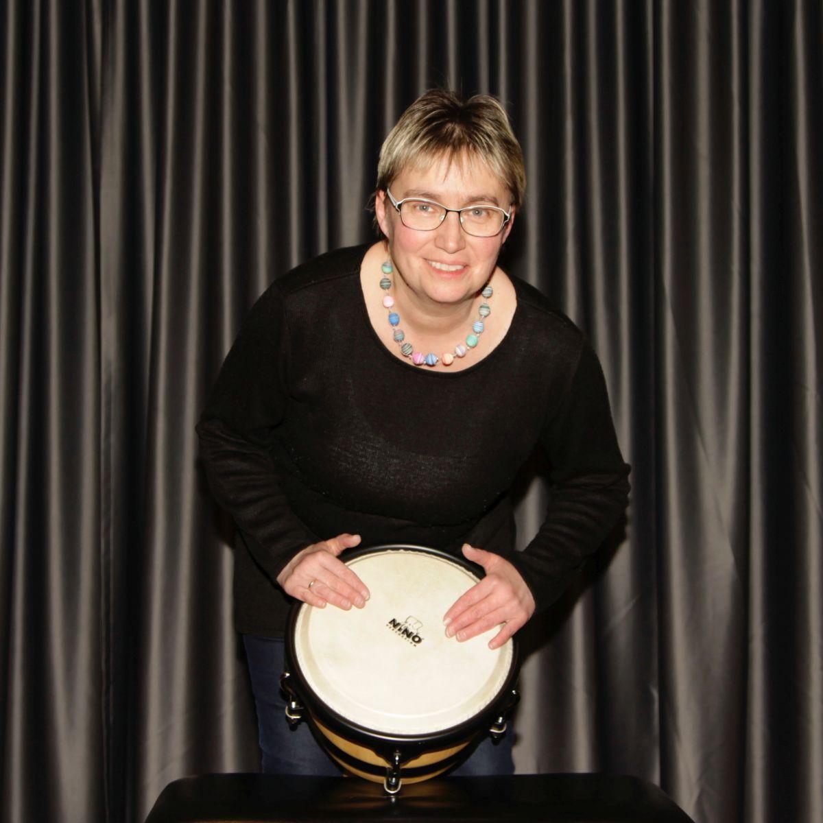 Bild von Veronika Wiedermann mit Trommel
