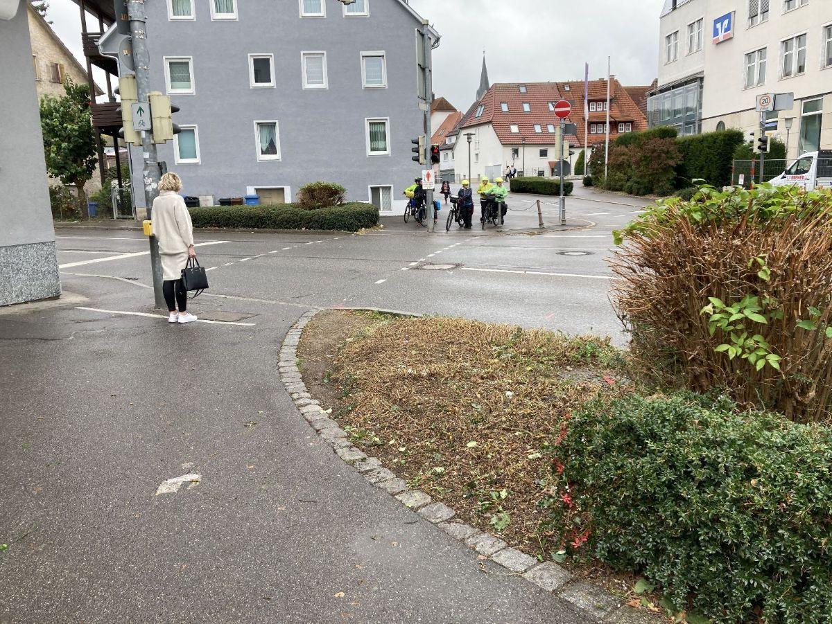 Mehr Platz für Radfahrende: Dort, wo das Pflanzbeet gero-det wurde, entsteht die neue Fahrradfurt.